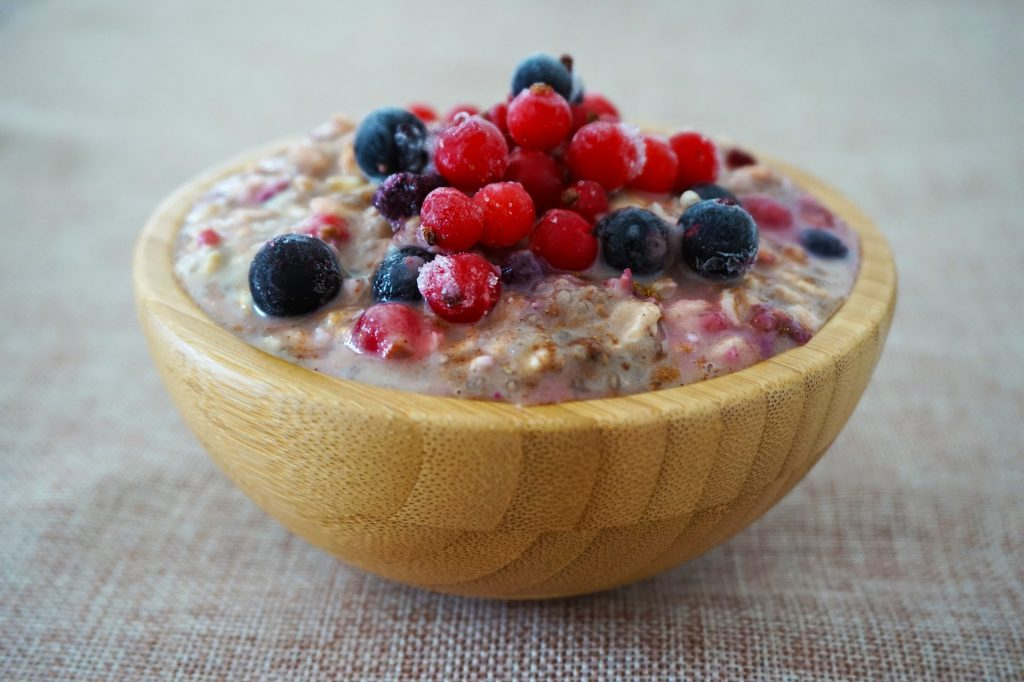Porridge with berries.
